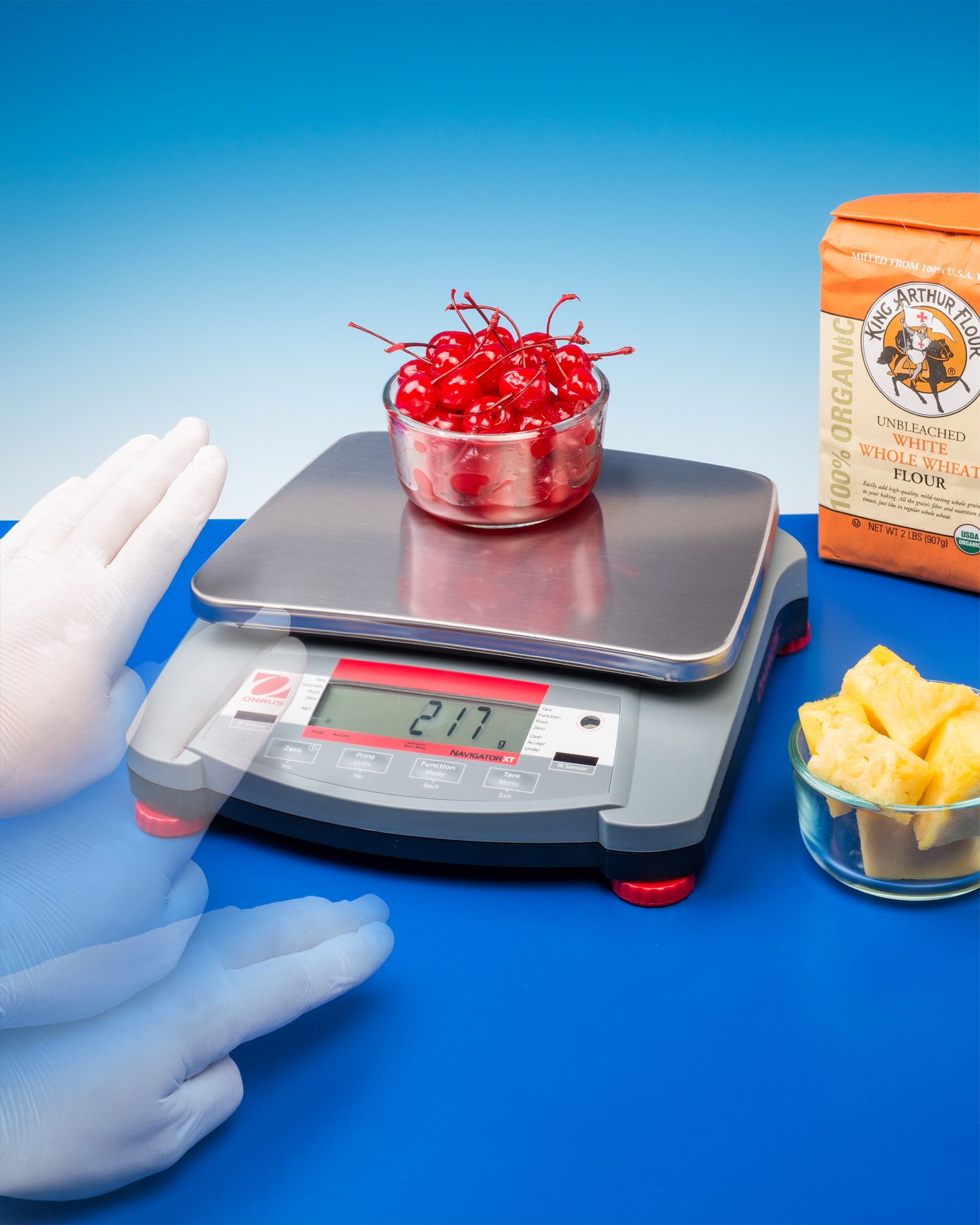 PORTABLE SCALE IS TOUCH-FREE FOR FAST WEIGHING